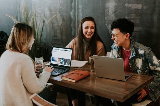 Флірт з колегами на роботі знижує рівень стресу