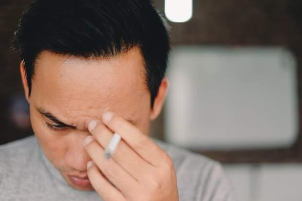 Найчастіше від кластерного головного болю страждають курці