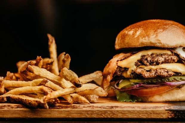 Жирна їжа негативно впливає на здоров'я печінка