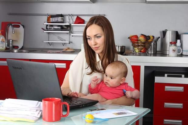 Мама в роботі