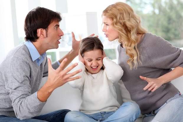 Не варто сваритися і лаятися при дитині