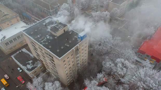 В Днепре загорелось общежитие медицинского колледжа: всех жителей эвакуировали – фото, видео