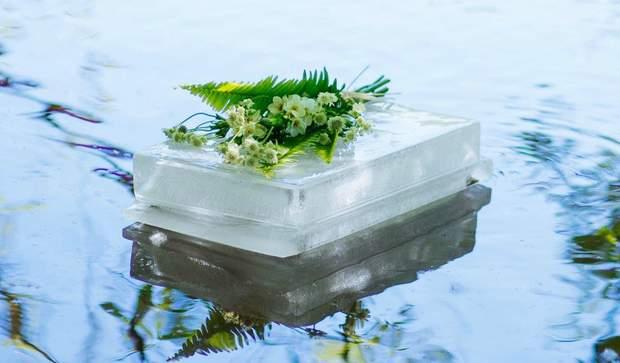 Розробники створили урну з льоду