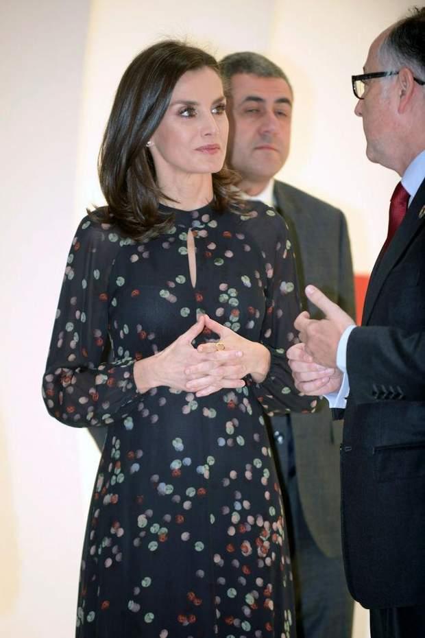 Стильний образ королеви Іспанії