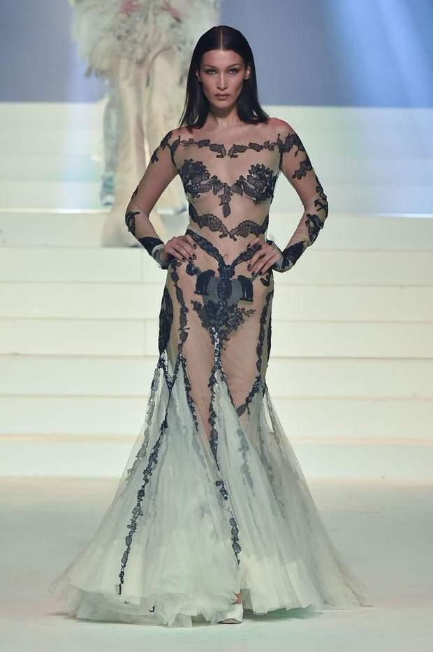 Белла Хадід у прозорій сукні