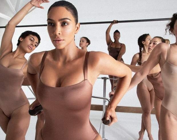 Ким Кардашян ошеломила откровенностью в кампейне нижнего белья: фото