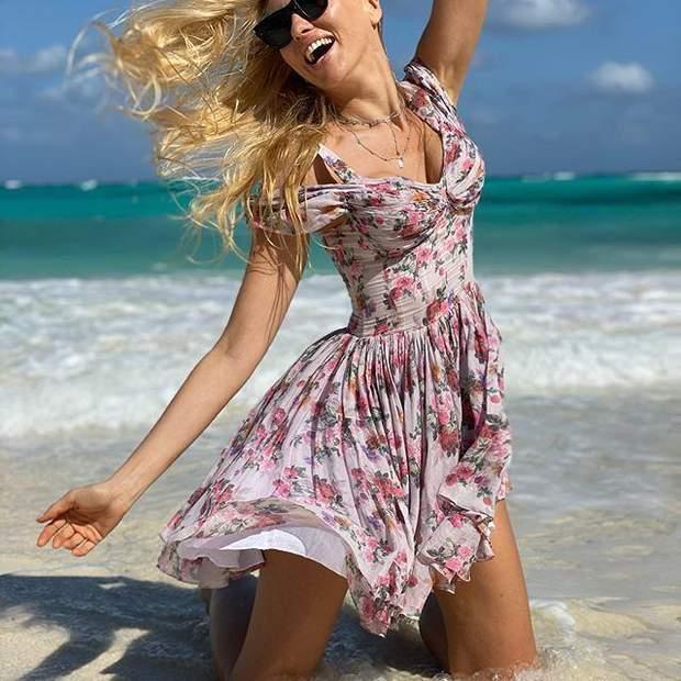 Оля Полякова показала пляжные фото с дочками и пожаловалась на испорченный отдых