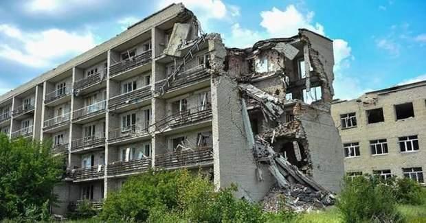 Зруйновані будівлі на Донбасі