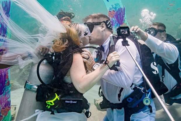 Поцілунок під водою