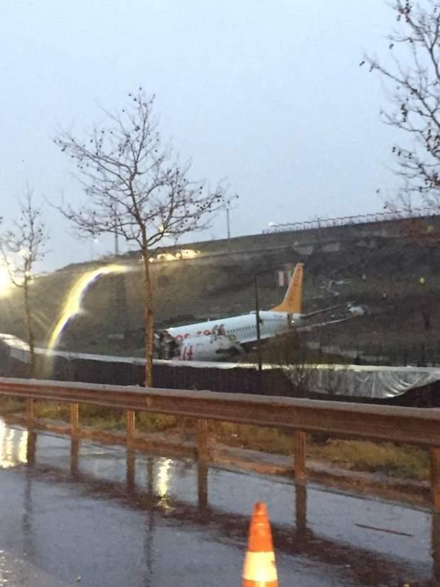 аварія літака в аеропорту Стамбула
