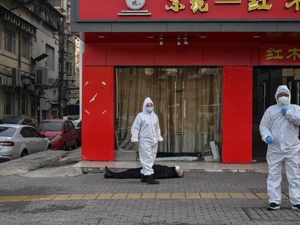 Как живут люди в Ухане: впечатляющий фоторепортаж из изолированного города