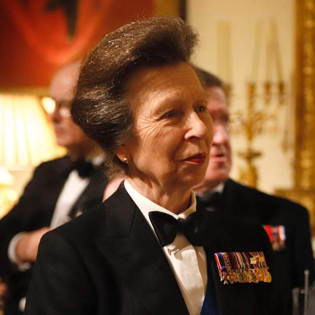 Королевская щедрость: как Елизавета II отблагодарила за спасение дочери Анны