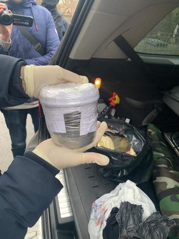 Мужчина пытался продать 10 килограммов ртути в Киеве