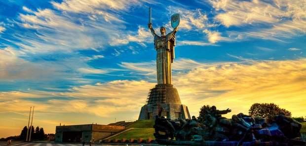 Батьківщин-Матір, Київ, декомунізація