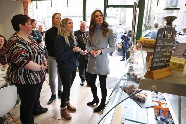 Кейт Миддлтон примерила брендовое пальто для поездки в Шотландию: фото
