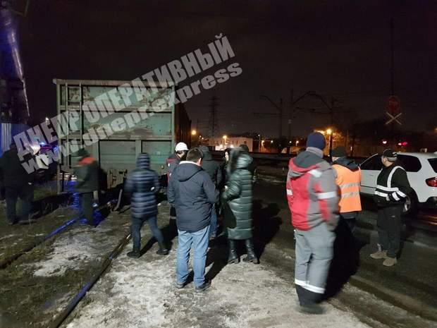 ДТП, Дніпро, жінка-водій, позашляховик, вантажний потяг, аварія