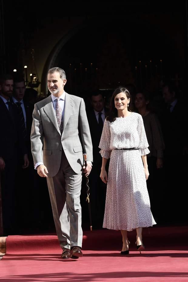 В платье со стильным принтом: королева Испании совершила эффектный выход