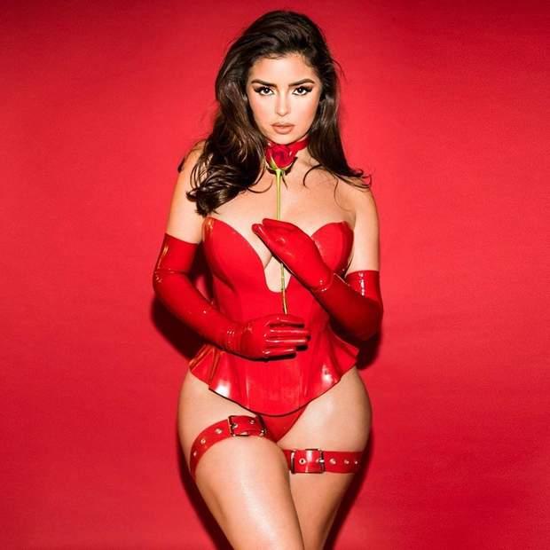 Сексуальна модель Демі Роуз