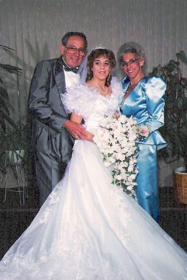 Весілля 1988 року. Наречена дивує ошатними та пишними рукавами на плечах