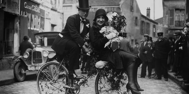 Новостворене подружжя обрало для весільного транспорту велосипед