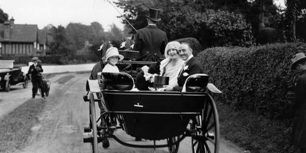 Весілля 1926 року. Наречені їдуть до рацсу каретою