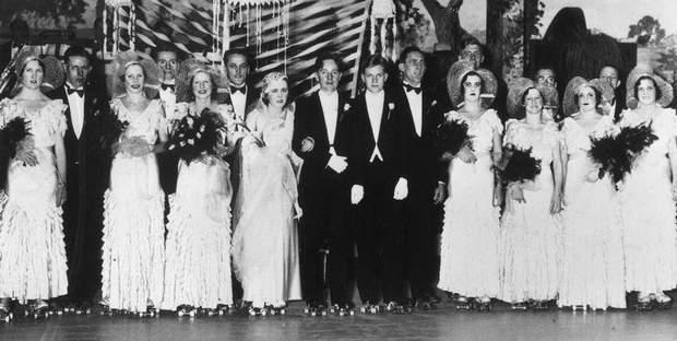 А на цьому весілля гості добряче накаталися на роликах