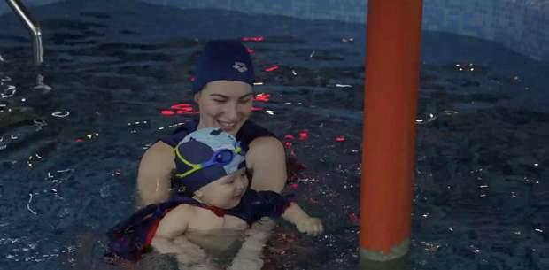 Плавання для немовлят