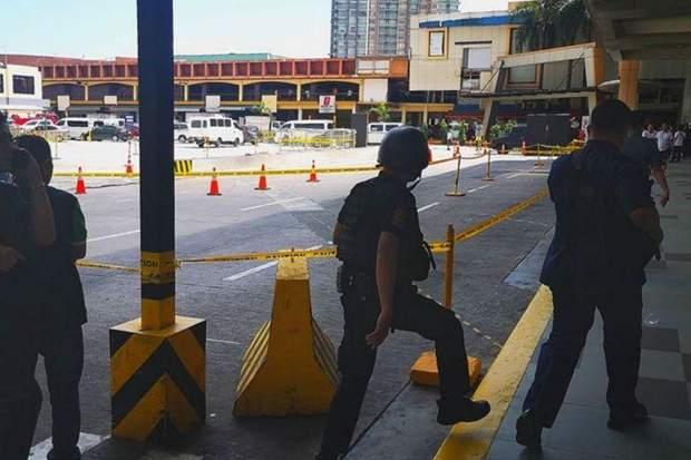 На Филиппинах экс-охранник торгового центра взял в заложники 30 человек: фото, видео
