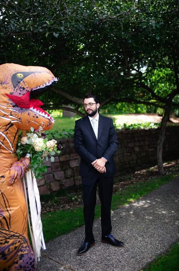 Наречений побачив кохану в костюмі тиранозавра