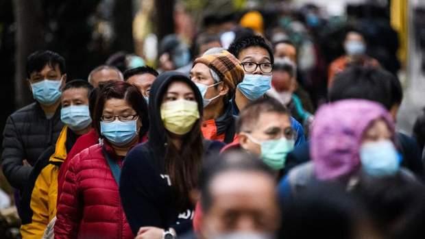 Замість миття рук, люди масово скуповують маски