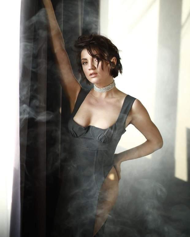 Оля Цибульська в сексуальній сукні