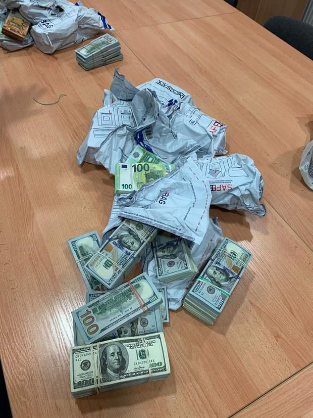 Гроші в Угринові
