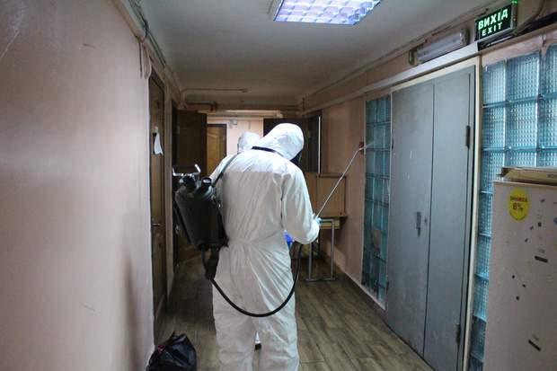 Дезінфекція гуртожитку в Києві через коронавірус
