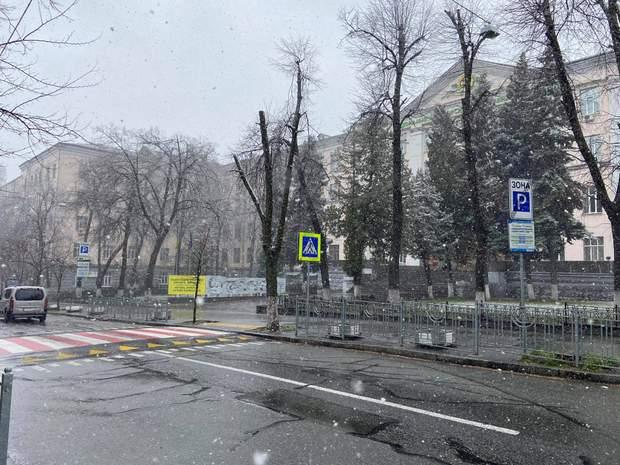 Сніг на вулицях столиці