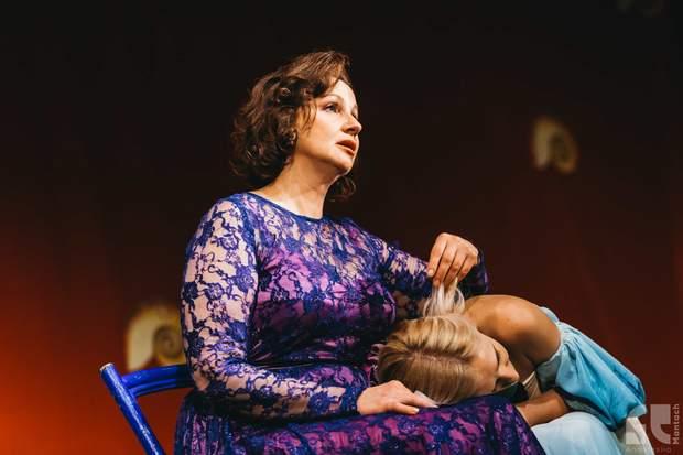 Ірина Мак на сцені театру