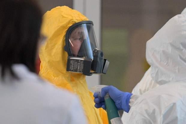 Путін у костюмі біологічного захисту