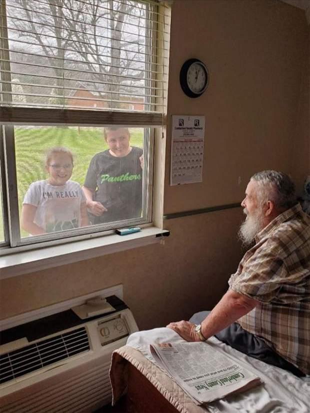 Донька та внучка теж захотіли побачити дорогу їм людину