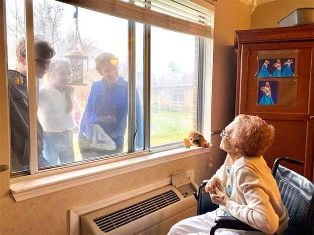 Ще одна сім'я так проводить зустрічі під час карантину