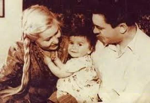 Інна Макарова з чоловіком та донькою