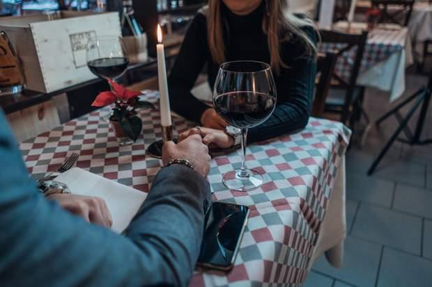 Пара з вином
