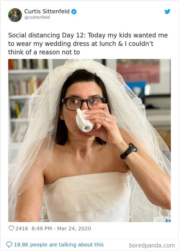 Діти захотіли, щоб їхня мама одягнула весільну сукню на обід