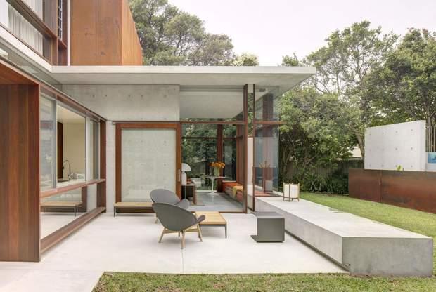 Архітектура будинку створює теплу атмосферу / фото: Emma Cross