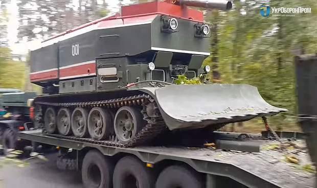 Львовский бронетанковый завод передал армии партию пожарных танков: фото