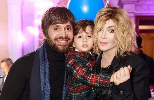 Ірина Білик з сином та чоловіком