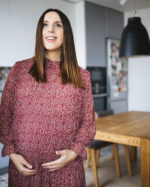 Беременная Джамала показала большой живот в стильном платье: нежные фото