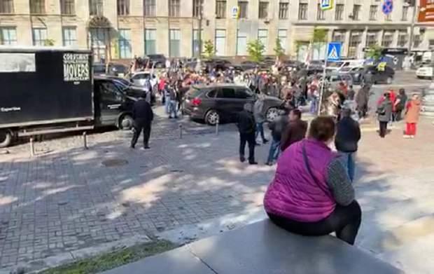 Под Кабмином снова протесты: предприниматели перекрыли дорогу – фото