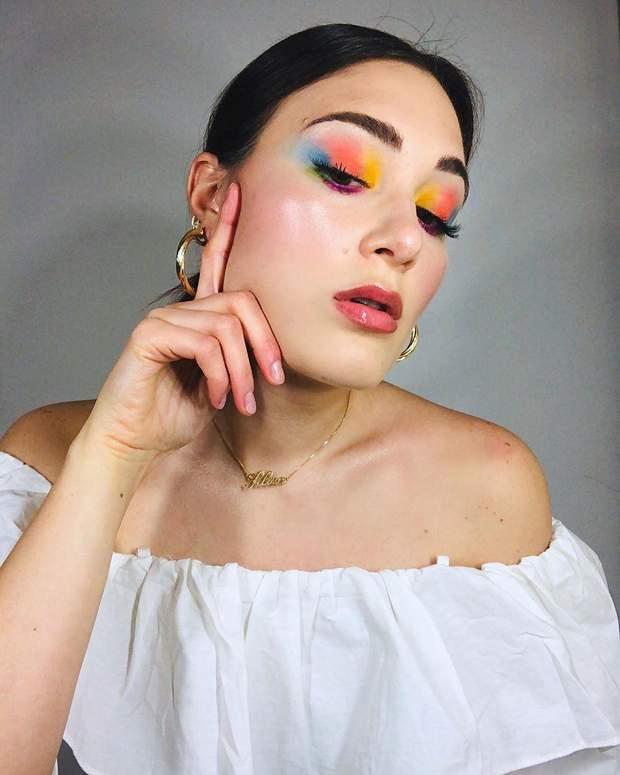 Різнокольоровий макіяж