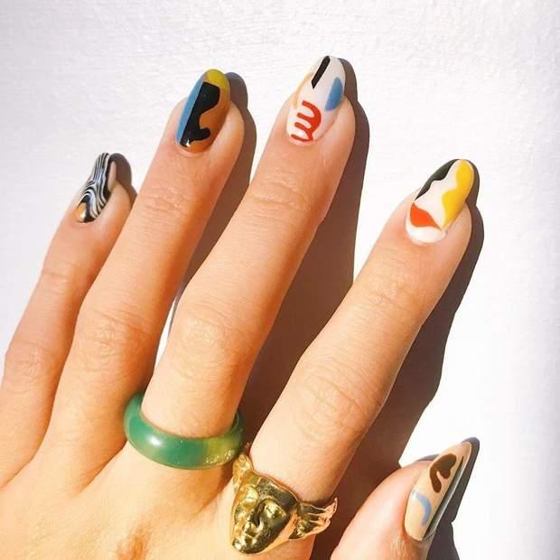 Абстракція на нігтях