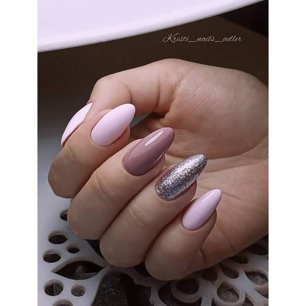 Різнокольорові нігті і глітер