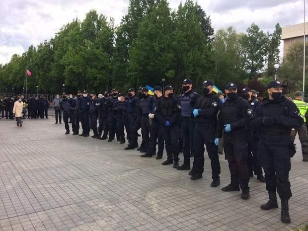 Правоохоронці розділили проукраїнських та прорадянських активістів